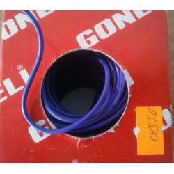 Cable eléctrico color violeta.